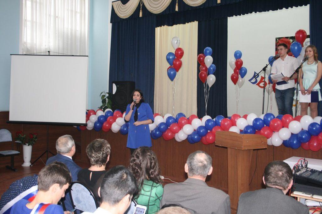 Гость из МГТУ поздравила наших выпускников и пожелала им добрый путь